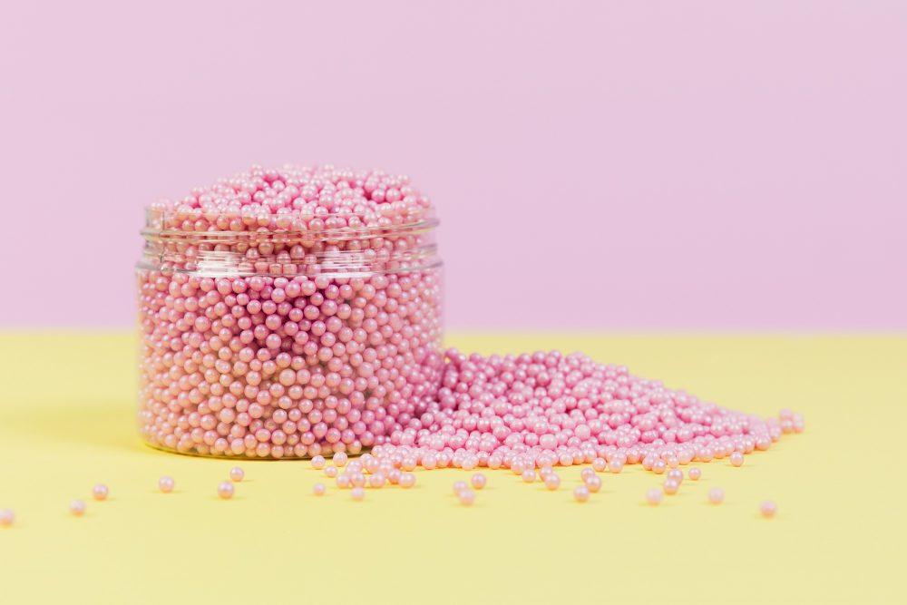 Pinke midi Zuckerperlen von Lieblingsstreusel - die leckersten Zuckerstreusel die es gibt