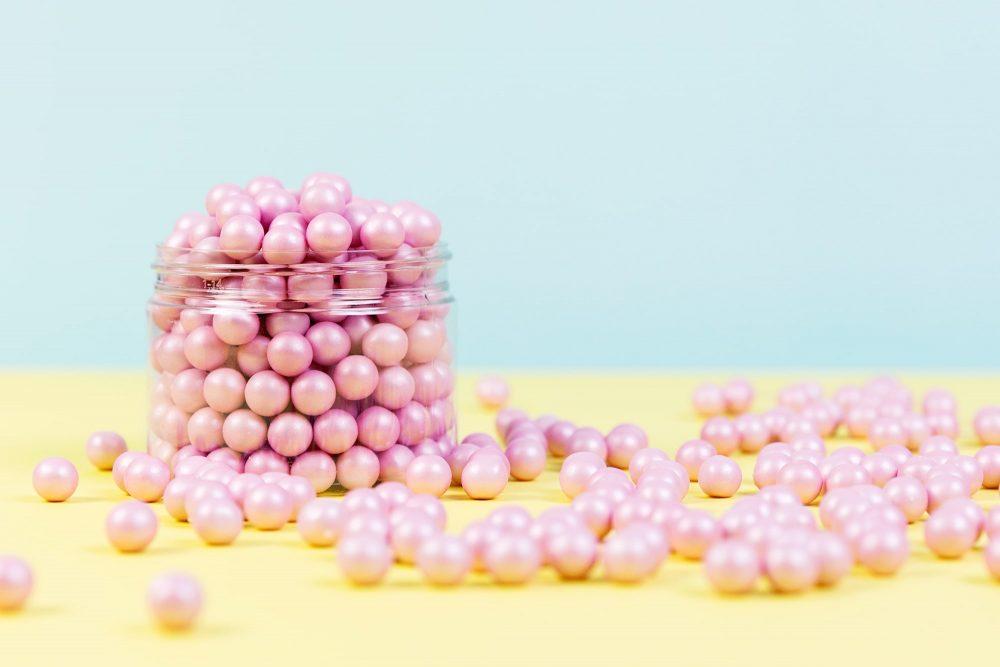 Schokoladen Zuckerperlen in rosa - Zuckerstreusel von Lieblingsstreusel.com